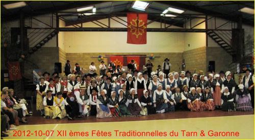Tous les groupes ensemble [1024x768_BordureJaune_FetesTrad_2012]